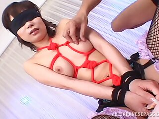 Blindfolded Asian floosie Mayu Yamaguchi spreads her legs to be fucked