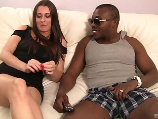 Hot brunette girl Brooklyn Jade gets fucked unconnected with a black rafter