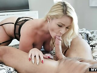 Big booty wife Lisey Sweet gives a wonderful blowjob early in the morning
