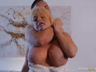 Midnight sex scene with busty hot cougar Jesse Jane