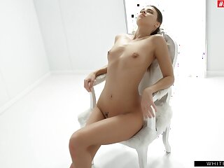 Solo hottie Maria Rya moans after a long time masturbating with a vibrator